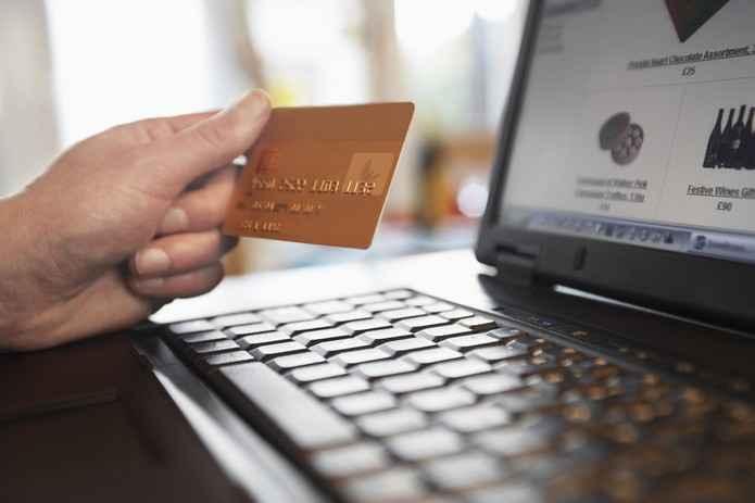 Evitando fraudes bancárias. Navegar na internet trás riscos tanto para seu computador quanto para os dados enviados na internet, veja aqui como evitar fraudes bancárias..