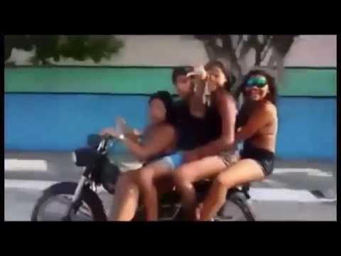 4 Garotas numa moto